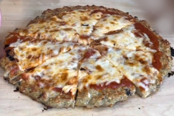 Low Carb 'Chicken Parm Pizza'